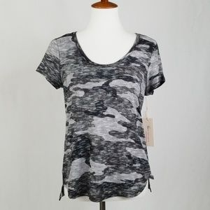 Turo By Vince Camuto Gray Camo Short Sleeve Tee